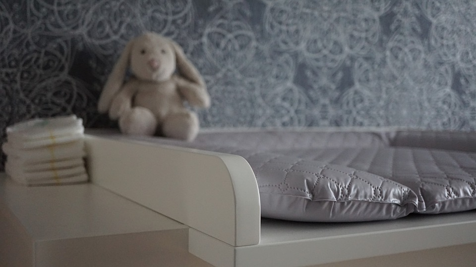 baby-changing-chest-of-drawers-4518766_960_720